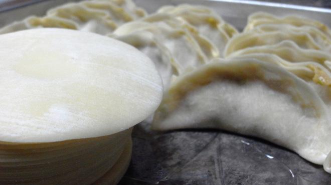 めん王  - 内観写真:めん王では餃子は皮から手作り♪プルンとはじけるモチモチ食感が自慢です。