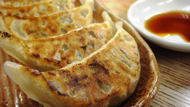 めん王  - 料理写真:ぎょうざは野菜たっぷりあっさり味で、幾つでも食べられそう。