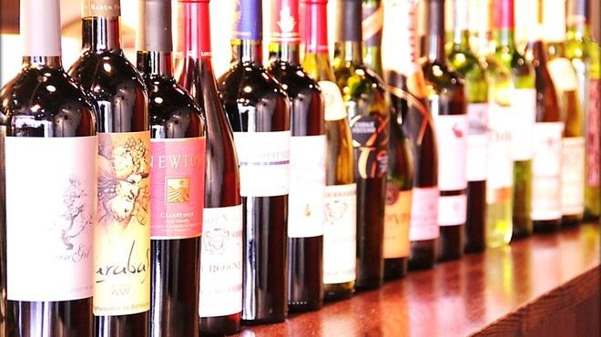 スペイン 大衆酒場 Little Barca noov  - 料理写真:ワインは9ヵ国以上から、常時50アイテムほど取り揃えています。