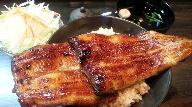 うなぎ 仙見 - 料理写真:仙見名物「はみだしうな丼」