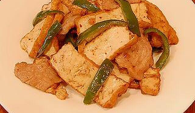 龍祥軒 - 料理写真:人気メニューの生揚げの肉ピーマン炒めです! 他には中々ありません。
