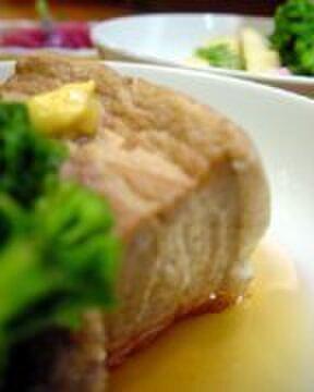 辰巳 - 料理写真:じっくりと煮込んだ辰巳オリジナルの角煮!
