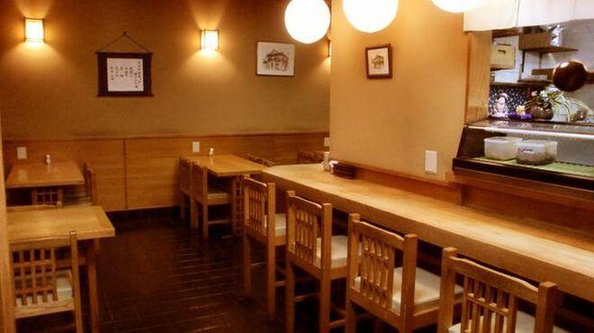辰巳 - 内観写真:落ち着いた雰囲気の店内。