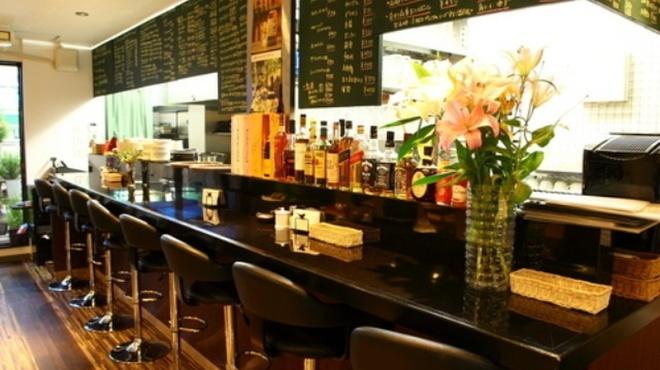 カフェ ド スイドウチョウ - 内観写真:カウンター席