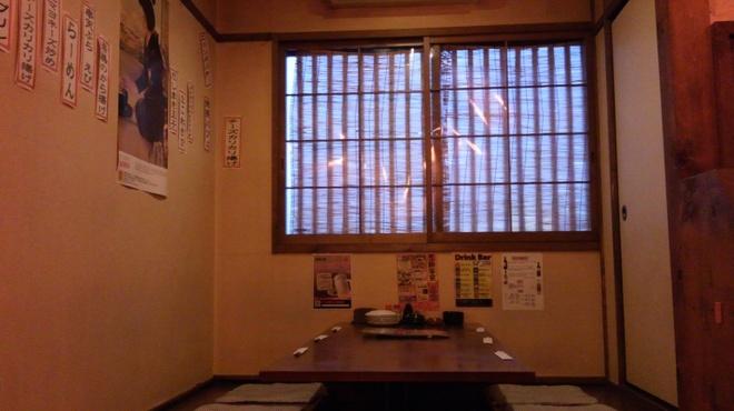 居酒屋 岡崎商店 - 内観写真:掘りごたつ席(大きめ6人席)