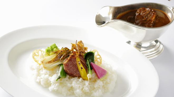 アート ラウンジ - 料理写真:じっくり煮込んだ和牛カレー