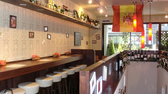 Spanish Bar Pasion - 内観写真:カウンター席。ひとり飲みもどーぞ♪