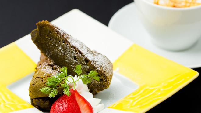 プリマロッソ - 料理写真:濃厚!抹茶ガトーショコラ