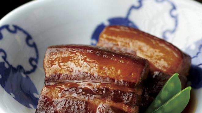長崎卓袱浜勝 - 料理写真:【角煮】 水炊きで油を落とし、旨みだけが残る長崎県産豚の三枚肉に地酒と醤油、甘みを加え、味を調えながらじっくり煮込みます。
