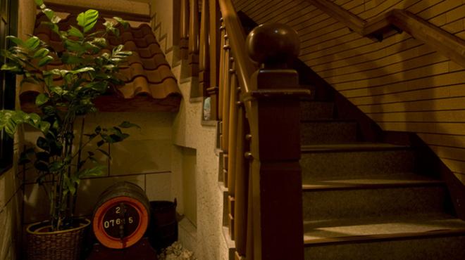長崎卓袱浜勝 - 内観写真:【長崎卓袱は和華蘭料理。長崎町人の心意気】 店内は異国情緒漂う落ち着いた雰囲気です。ごゆっくりお寛ぎ下さい。