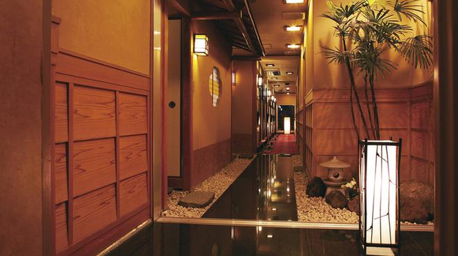 長崎卓袱浜勝 - 内観写真:四季折々の素材を盛り込んだ郷土料理をゆったりとくつろげる異国の空間で・・・