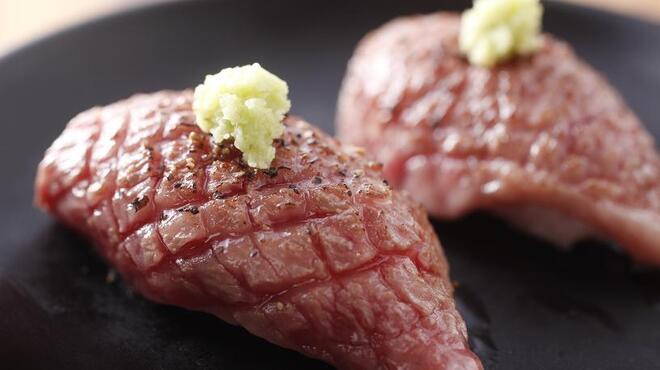 天びん棒 - 料理写真:佐賀牛ひうち炙りにぎり 680円