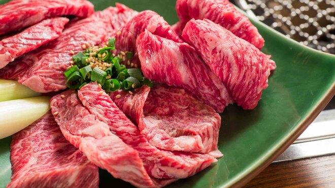 焚火家 - 料理写真:熊本産の和王牛と山梨県の甲州和牛を使用。肉の旨味が最高。