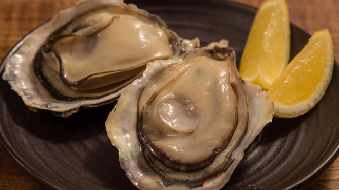 焚火家 - 料理写真:日本牡蠣センターから仕入れたぷりぷりの牡蠣を、酒蒸しで!