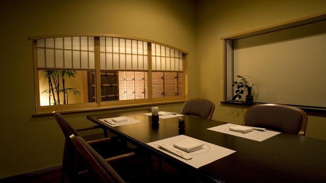 大志満 - 内観写真:《五月》 6名様までご利用頂ける、少しゆとりのあるお部屋です。(4~6名様/室料3200円)