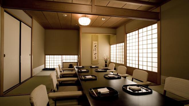 大志満 - 内観写真:大切なお席やご慶事にお座敷もございます。