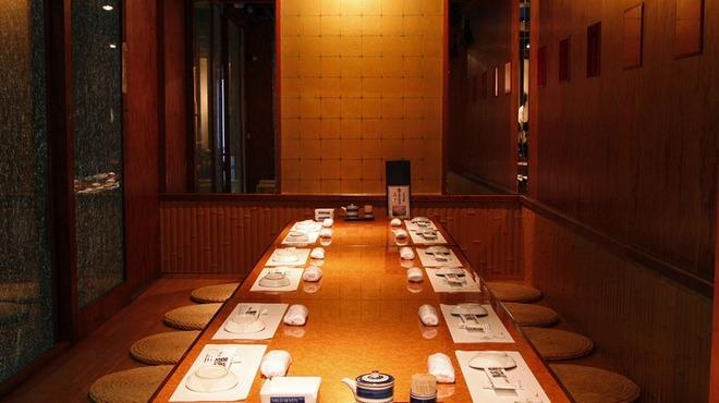 野郎寿司 - 内観写真:団体様用個室有り。