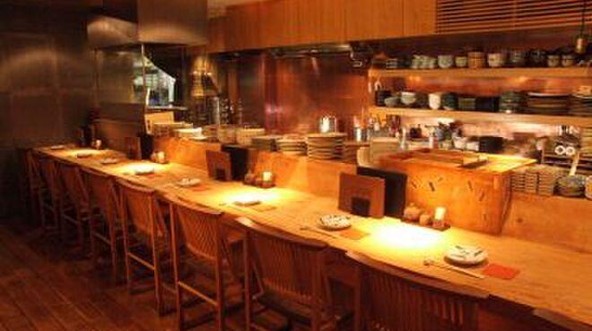 銀座和乃匠 - 内観写真:オープンキッチンを目の前にカウンターで