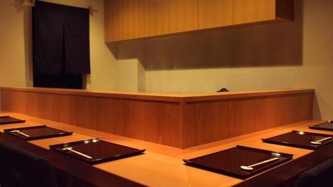 旬野菜 和料理 いし井 - 内観写真:広々としたカウンター