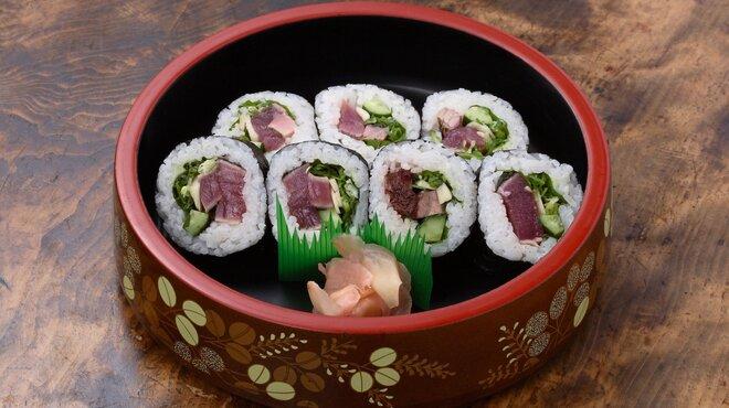 うな泰 - 料理写真:土佐巻:鰹たたきを巻寿司にしています。