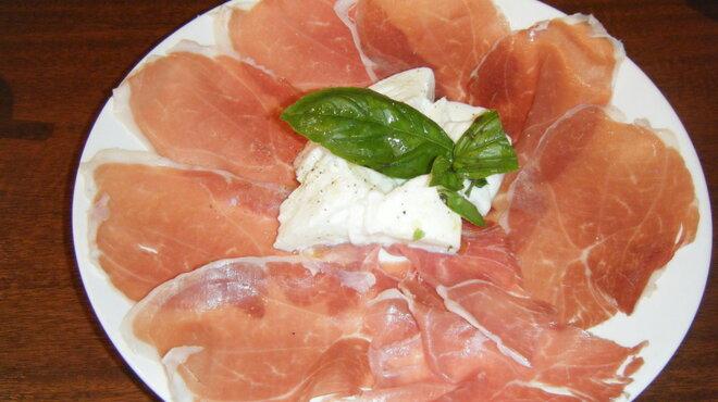 ガット ソリアーノ - 料理写真:パルマ産生ハムとナポリ産水牛乳100%のモッツァレッラ ディ ブッファラの盛り合わせ