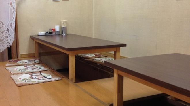 花のれん - 内観写真:テーブル席です。