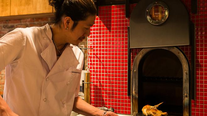 ワインノルイスケ - 料理写真:鳥取から直送の大山鶏!るいすけの秘伝の調理法と鶏専用の石釜によって胸肉が驚きの味わい[半身980円]