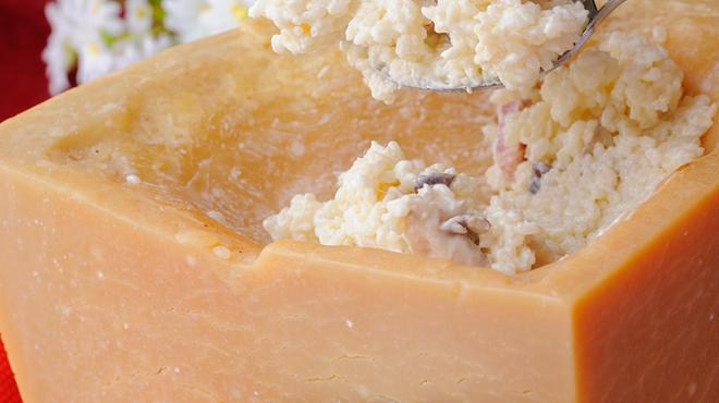 ザ・ワインバー - 料理写真:こちら定番リゾット!パルミジャーノチーズリゾットです!