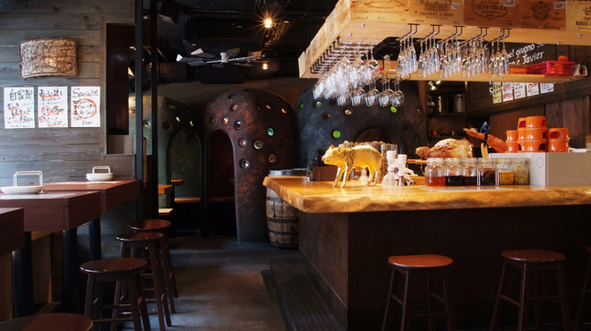 ゴールデンミートバル - 内観写真:ワイン×肉!をリーズナブルに♪【ゴールデンミートバル】