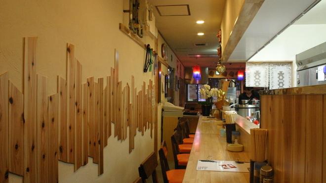 韓国家庭料理 コマ  - 内観写真:落ち着けるカウンター席です!!
