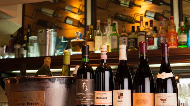 キュイジーヌ・ド・オオサカ・リョウ - 料理写真:ソムリエが選び抜いた各国の『ワイン』が楽しめます