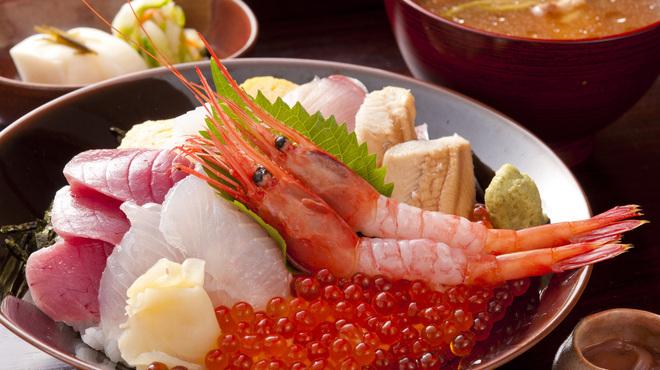 越前蟹の坊 - 料理写真:旬の海鮮ちらし丼(一例です)