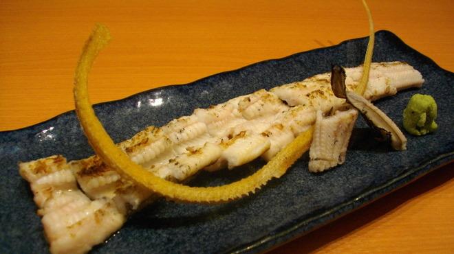 小料理 久原 - 料理写真:穴子の白焼き・骨せんべい付き