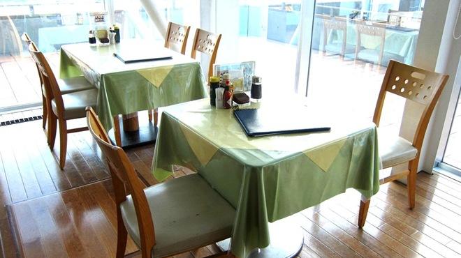 ザ・フィッシュ - 内観写真:きれいな景色を眺めながら美味しい御食事をご堪能ください!