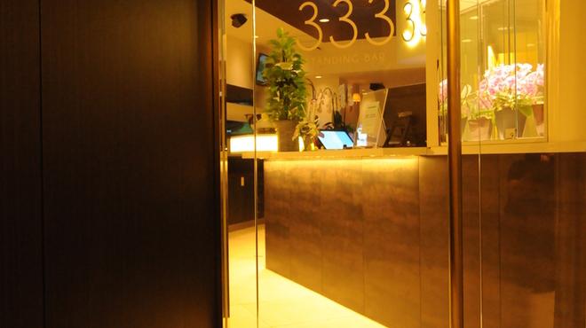 333 - 内観写真:ホテルのエントランスのような店内入口