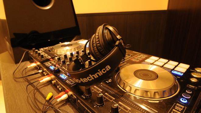 333 - 内観写真:本格的な音響設備であるDJブース!貸切時貸出無料!(DJ手配の場合は別途5000円~)