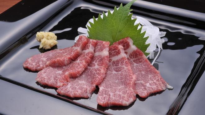 Ramu Tokyo - 料理写真:<特選霜降り> きめ細かなサシが入った、最高級部位です。 とろけるような食感とともに濃厚な味わいをご堪能ください。 ※写真はコースのものです。