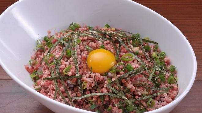Ramu Tokyo - 料理写真:<とろ桜フレークご飯> アツアツのご飯に フレーク状に冷凍した桜肉をのせて、わさび醤油ときざみ海苔をかけたものです。 ご飯の上でお肉がとろけたタイミングで お召し上がりください。