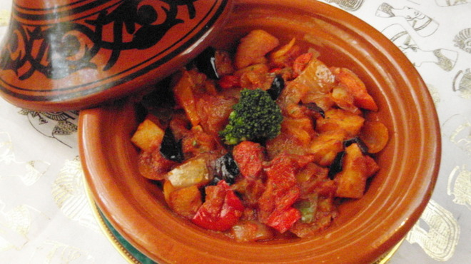 ネフェルティティ東京 - 料理写真:タジン鍋を使った煮込み料理は、お野菜もお肉もヘルシーに頂けるので、女性に人気です。