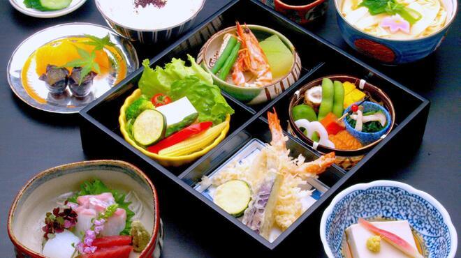 美々卯 - 料理写真:松花堂 ¥3500