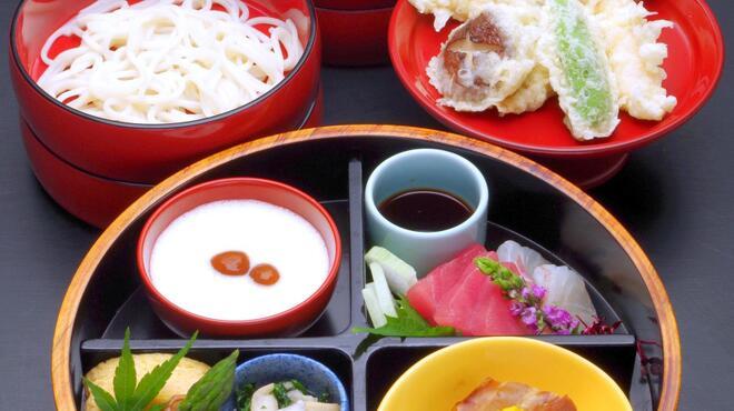 美々卯 - 料理写真:賑わいそば ¥2100