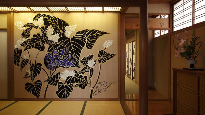 京都 権太呂 - 内観写真:そばの花、蟷螂とのコラボ!