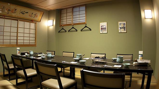大塚 三浦屋 - 内観写真:畳にテーブルの完全個室7〜12名様までご利用可能。(テーブル1本になります。2部屋あり)