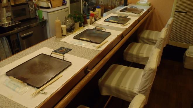 神戸 こも亭 - 内観写真:カウンター席♪実は鉄板に仕掛けがあるんです!