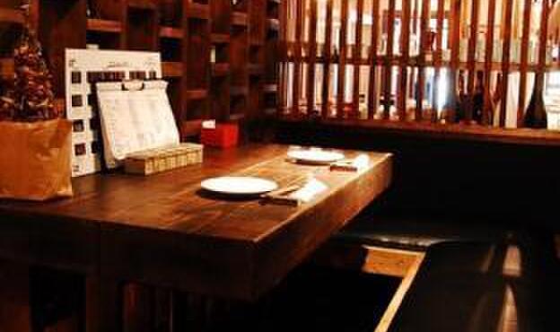 美麗酒場 couta - 内観写真:プチプライべートな空間を楽しめるソファー席。カップルや女子会に人気です。