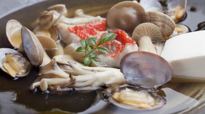 くろしお - 料理写真:金目鯛とキノコのちり蒸し 1575円
