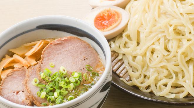まるげん - 料理写真:あっさりした美味しさ『平麺つけそば』