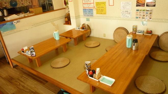 魚屋直営食堂 魚まる - 内観写真:2~8名様用のお座敷!