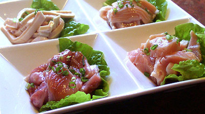 焼肉&酒食楽 凪 - 料理写真:ホルモン4点盛り。その日のおすすめの新鮮なホルモン(日によって異なります)を提供しています。