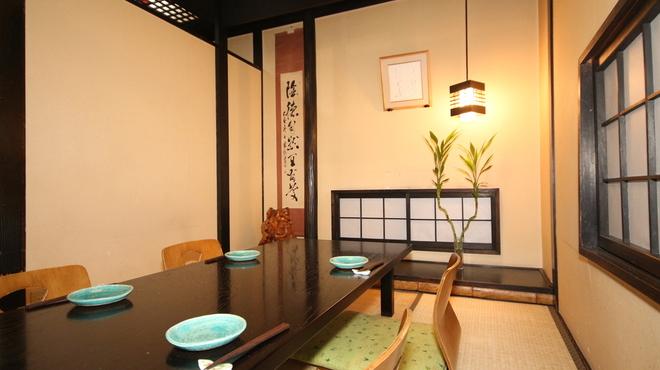 日本料理 鞆膳 - 内観写真:瀬戸内の旬の素材を使った各種コース料理を、個室でゆったりとお召し上がり頂けます。